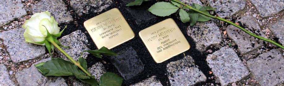 Die verlegten Stolpersteine für Isidor Neuwirth und Harry Neuwirth (Foto: Matthias Wenzel)
